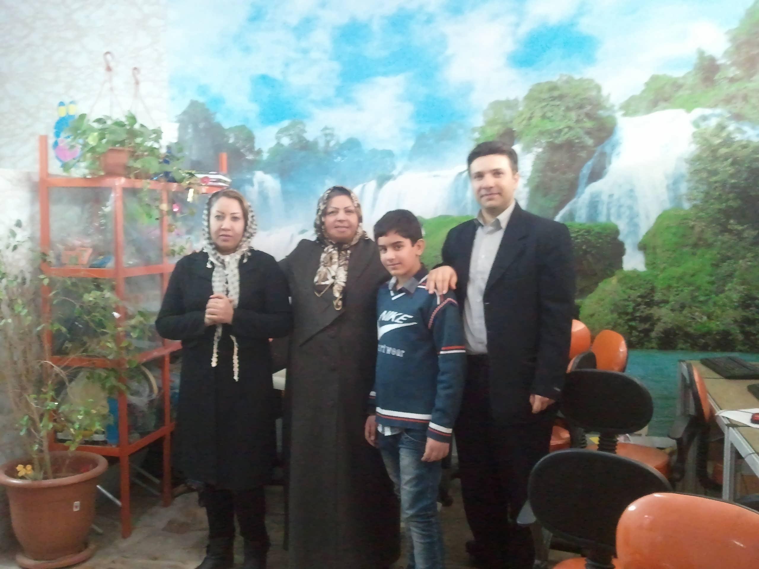 http://www.n-javan.com/aks/tahereh-javan/jpg2013-01-02%2014.18.23.jpg