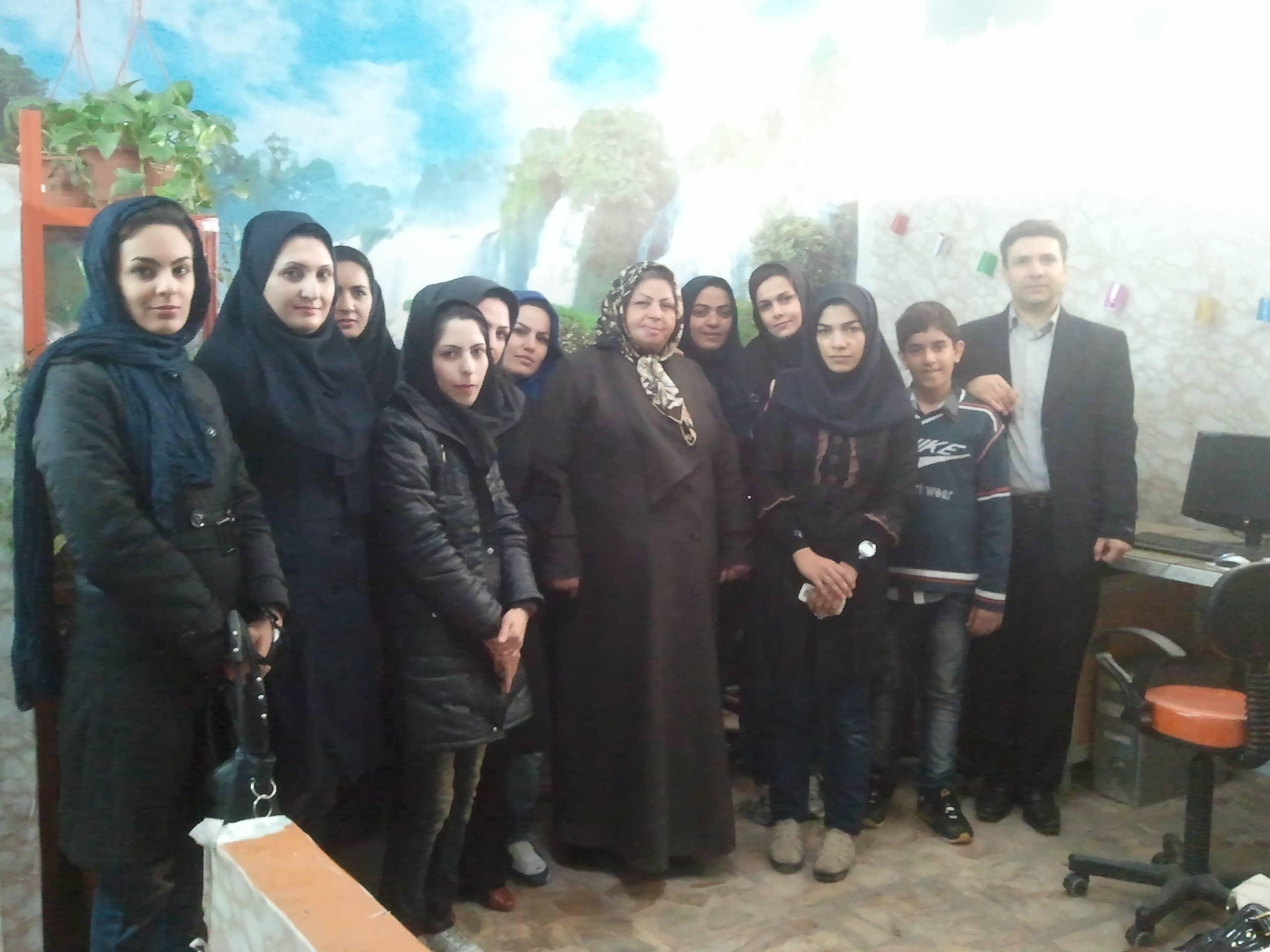 http://www.n-javan.com/aks/tahereh-javan/jpg2013-01-02%2014.21.10.jpg